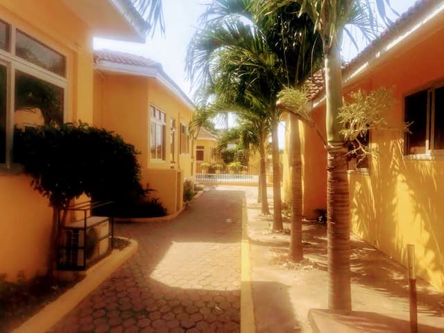 Elegant one-bedroom small Villa  Accra with pool!