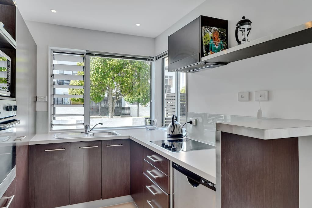 Cook up a feast in this fully equipped kitchen.