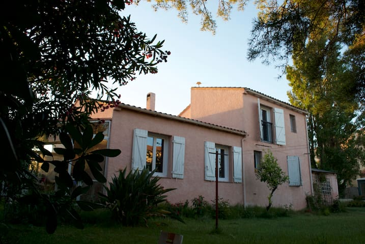 Sunny villa with large garden - Rivesaltes - Rumah
