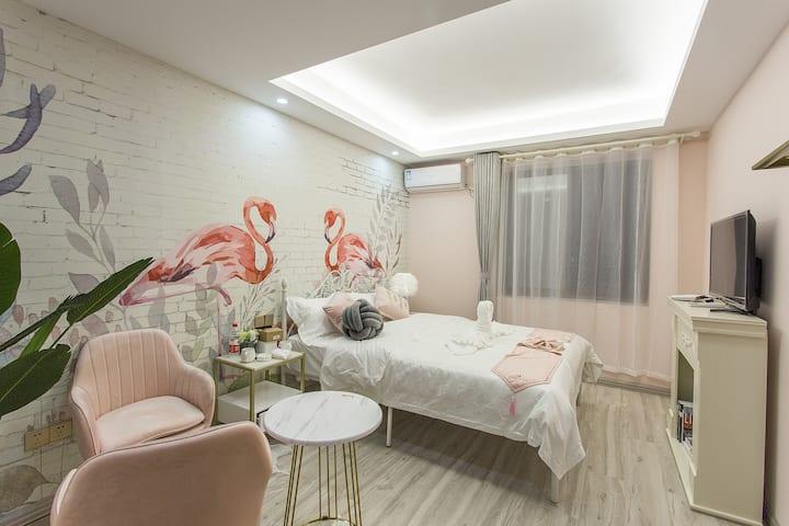 【已消毒】粉色火烈鸟大床房+乳胶垫+洪崖洞口+近地铁站