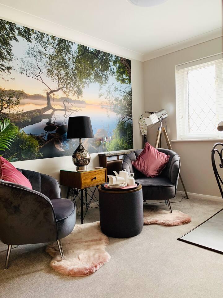 Lionheart Retreat Boutique Suite (Within House)