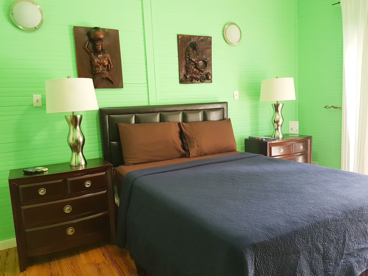Main Private bedroom - Queen size bed