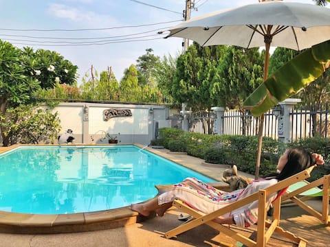 Villa sécurisée et confortable avec piscine privée (中文)
