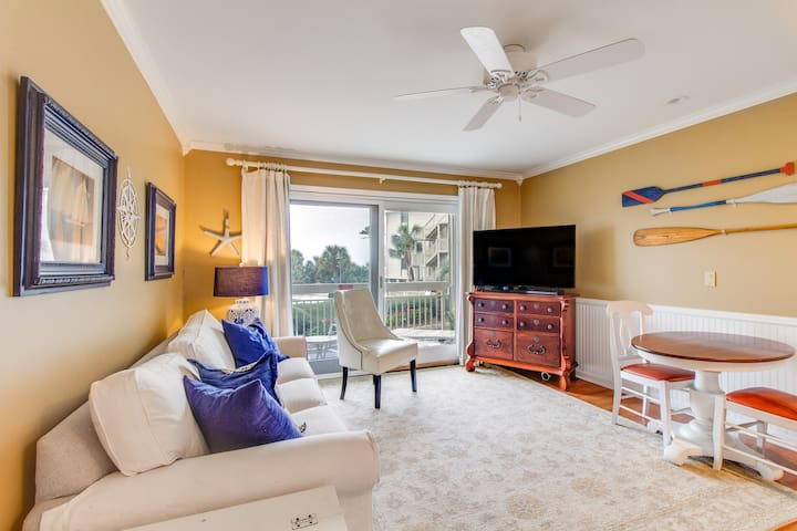 Perfect condo right by the beach w/ shared pool & private balcony