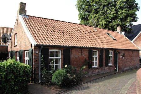 Wohnung in denkmalgeschütztem Friesenhaus - Krummhörn - Byt