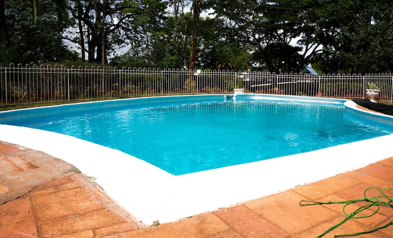 Spectacular Entire House Borrowdale, Harare - Harare - Casa