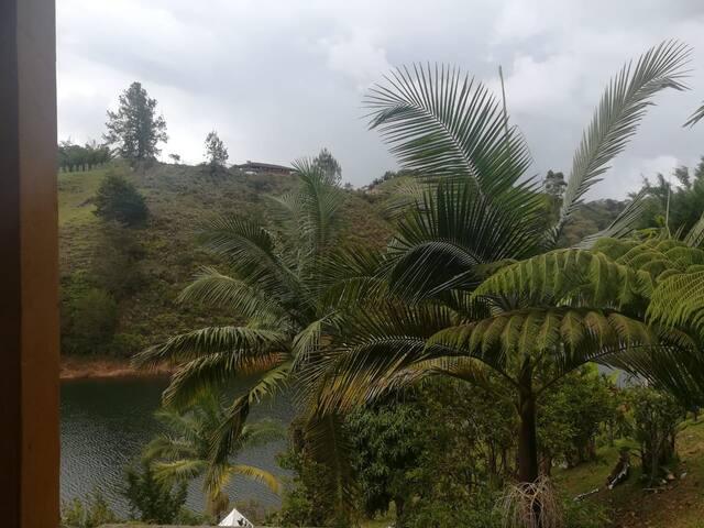 CABAÑA completa con acceso a la represa y Kayack