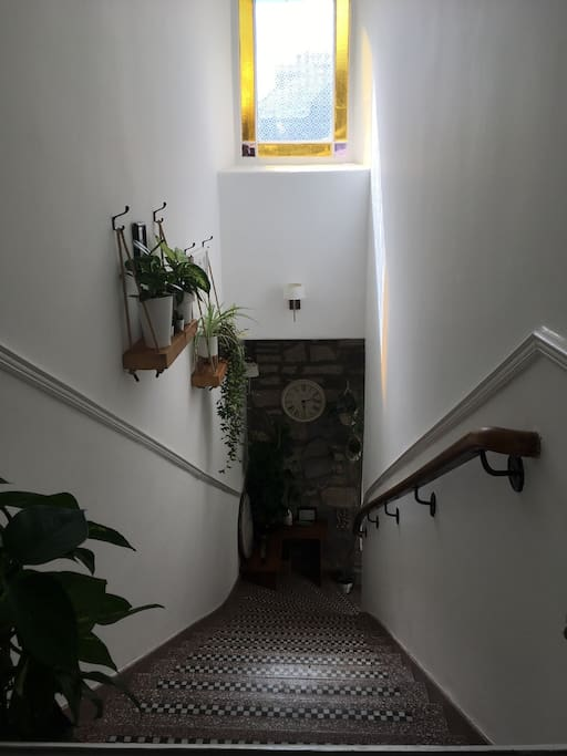 Entrance hall to 1st floor
