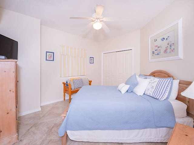 """The 3rd bedroom features a queen bed and a 32"""" flat-screen TV."""