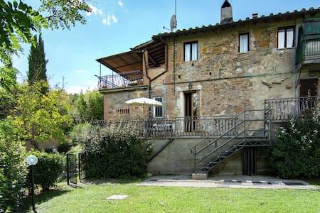 Casa Vacacional Vintage en Montaione con Piscina