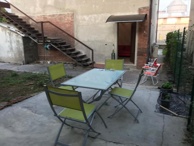 #1 Apartment with patio and bbq - F1 truck area