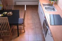 kuchyně s elektrickou varnou deskou a troubou
