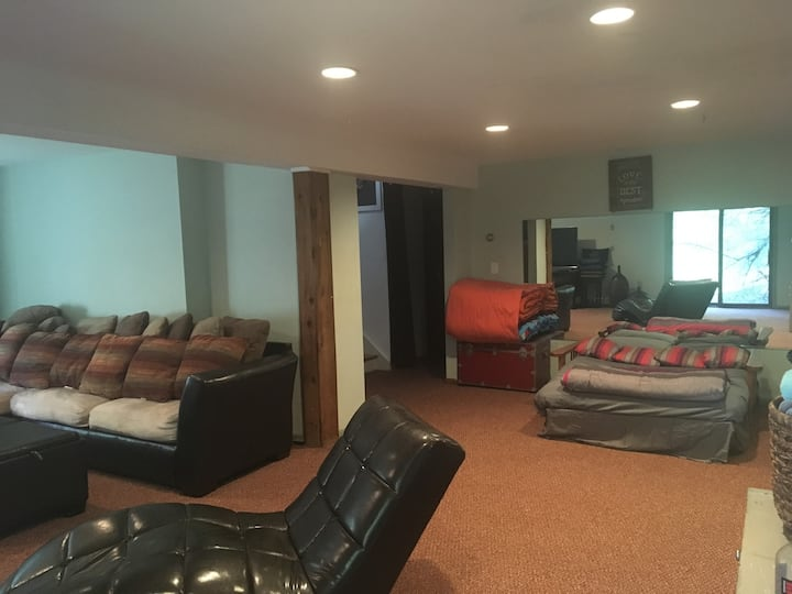 Large Guest Suite in Very Private Beautiful Home