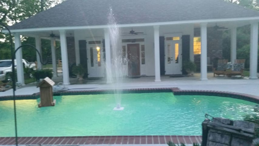 Lacombe's Southern charm! Private secluded retreat