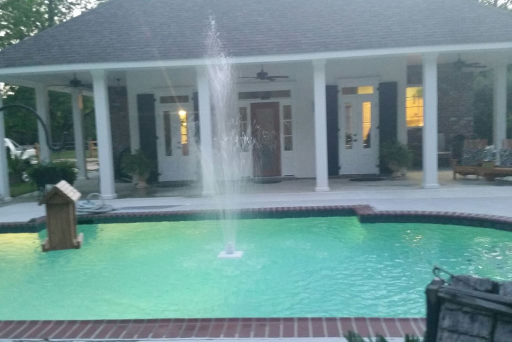 Cabana /guest house. Washer/dryer,full professional series kitchen, full bath,living/dinning, cable and Internet service, private gated and security system on 11 acres.