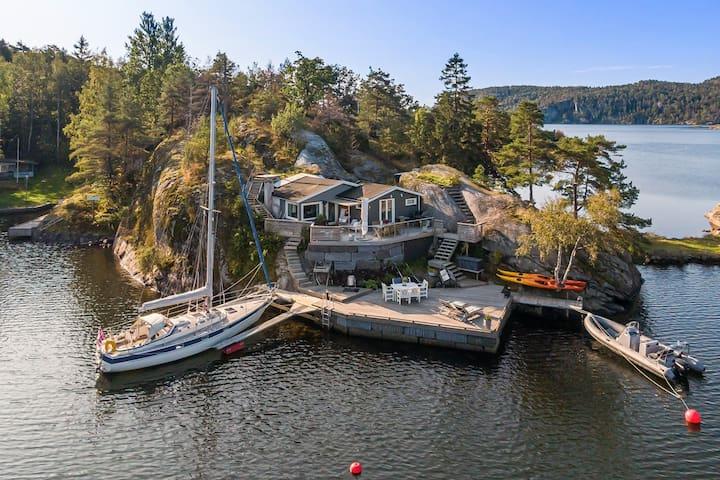 Hytte ved Helgeroa med egen brygge og båt