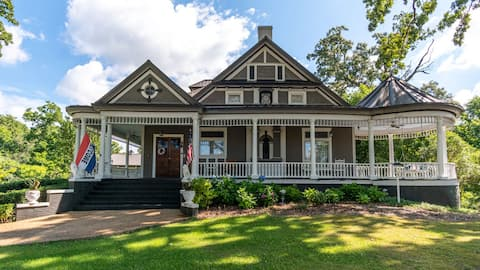 Historic 1890's Bed & Breakfast, Lawson Wing