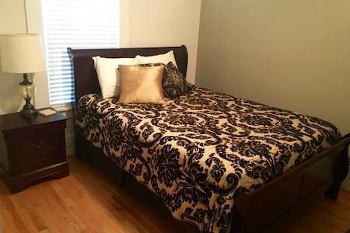 Second queen bedroom, downstairs