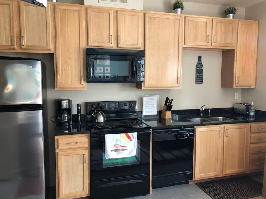 Kitchen w/Granite Countertops