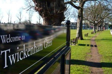 Family Home by Twickenham Green - Twickenham - Wohnung