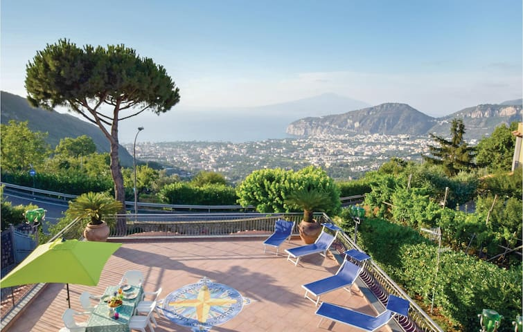 Semi-Detached with 2 bedrooms on 90m² in Sant'Agnello (NA)