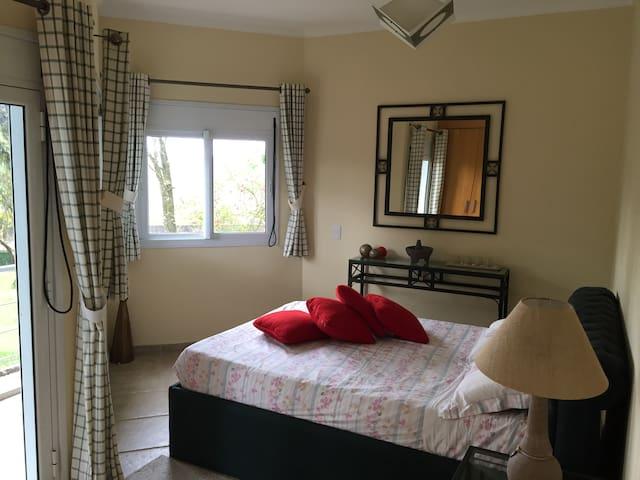 Suite 1 (Queen size bed)