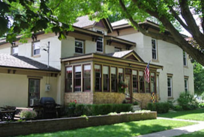 The Deering House (2 of 2) - Osage - Ház