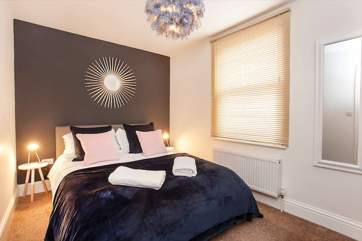 Bluebridge Court - Stylish city centre apartment