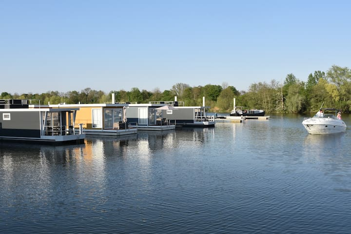 Floating Boatlodge Het Vrijthof, cosy 2 bedr. 4P.