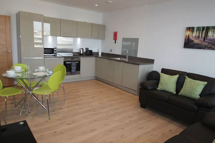 Contemporary 2 bedroom in Bracknell Central