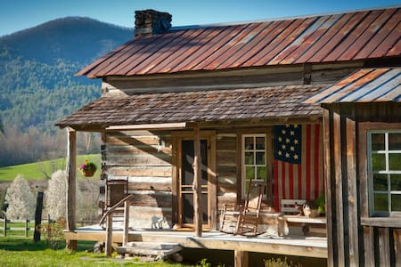 1880's Cabin, cozy and unique! With a great view! - Rabun Gap - Cabane