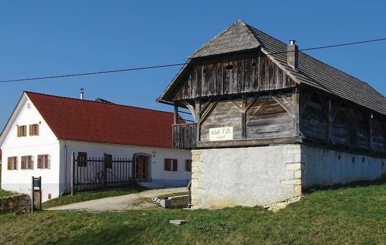 Holiday cottage with 3 bedrooms on 130 m² in Skocjan