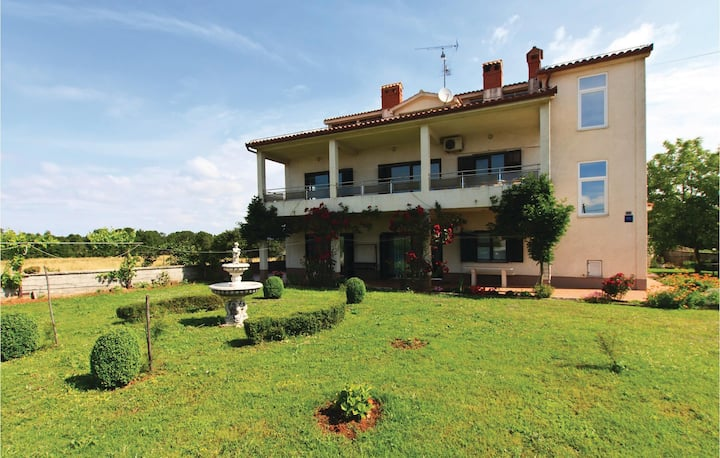 Awesome home in Muntic with WiFi and 5 Bedrooms
