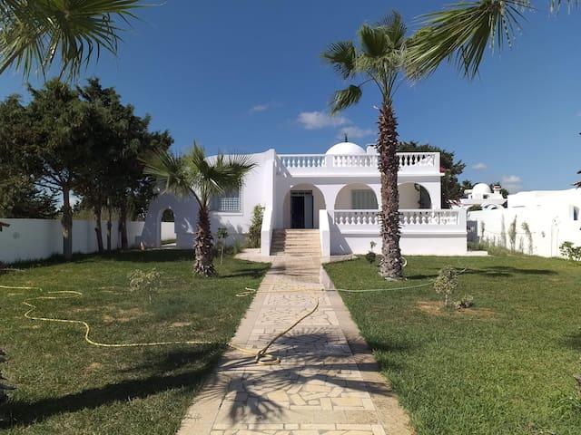 Magnifique maison au bord de la mer