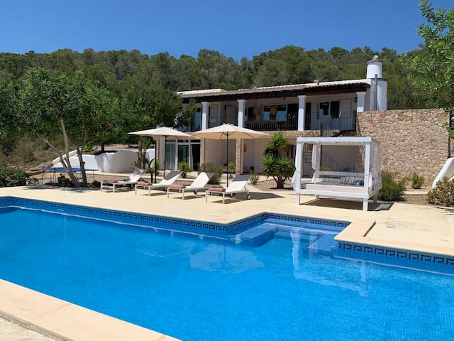 Beautiful and Private Sea-View 6 Bedroom and 5 Bathroom Retreat Villa