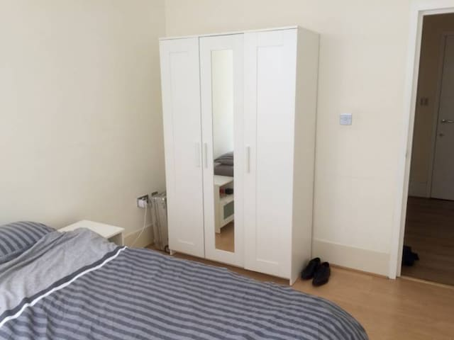 Bright, airy bedroom on Old Street/Shoreditch