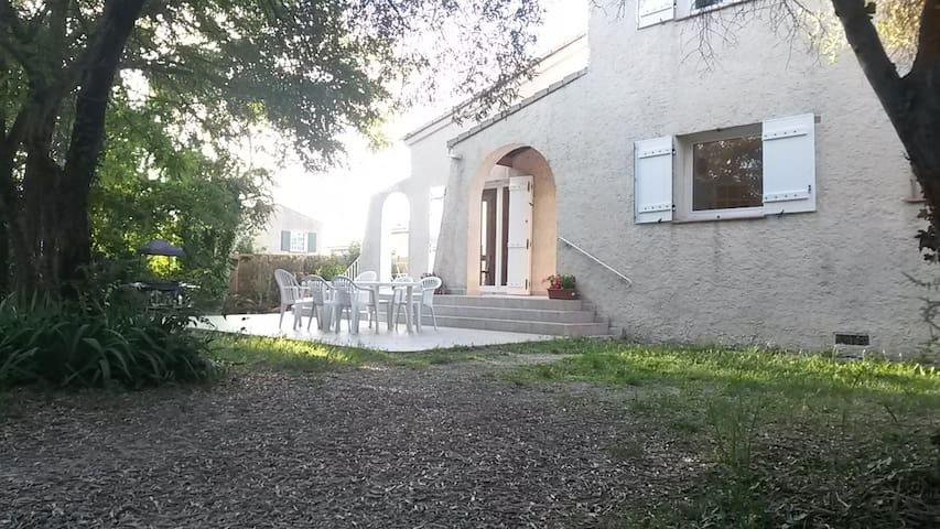 Ch. paisible SDB privée ds maison individ près Aix - Simiane-Collongue - Villa