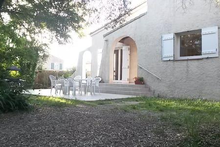 Ch. paisible proche Aix dans maison individuelle - Simiane-Collongue