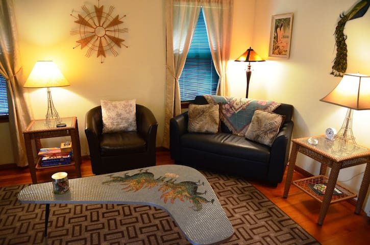Sweet Home Stay Dog Friendly Fenced Yard Bungalow