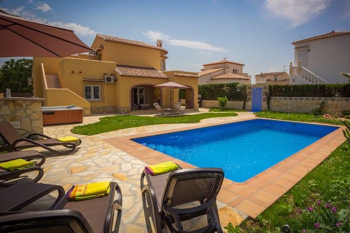 Luxus Villa Inge privat Pool ,Garten,Terrasse,BBQ