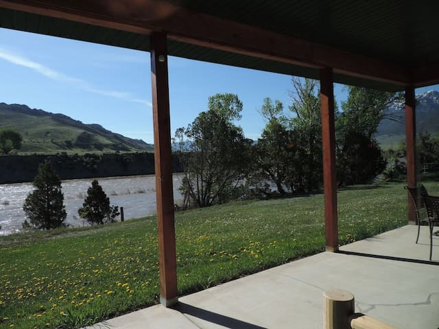 The Grizzly Den Cabin on the Yellowstone River