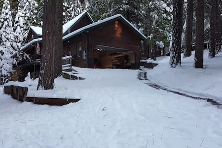 Deer Run Chalet (private lake access) - Arnold