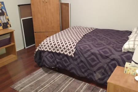 Nice private room & bathroom to rent near Montreal - Saint-Constant - Haus