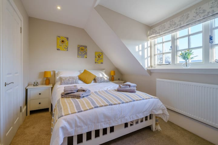 Stunning Apartment in the Heart of Henley 2nd Flr