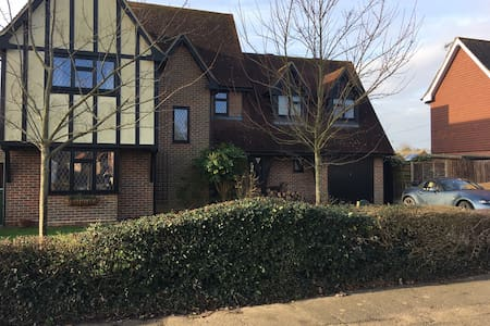 Welcoming, friendly home close to Stansted Airport - Bannister Green - Гестхаус