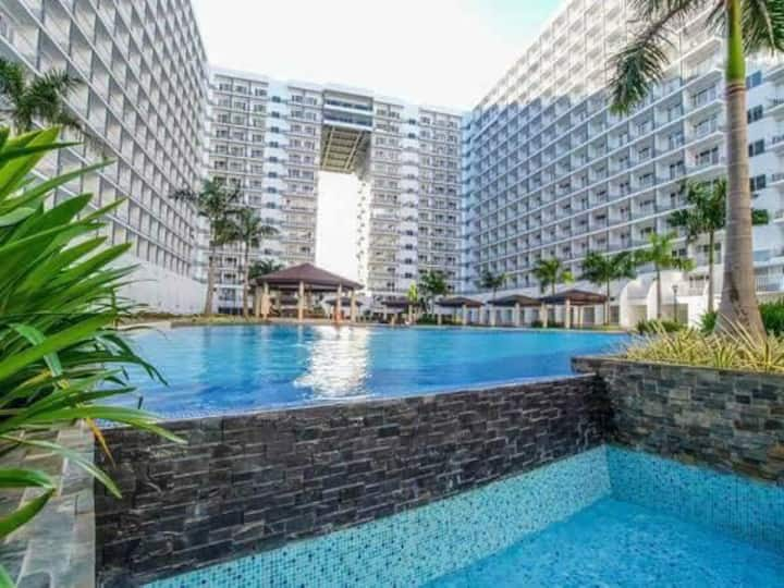 Best Affordable Premier Unit Across Mall of Asia