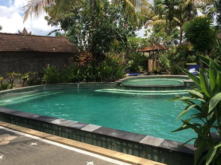 Beji Corner room 1 + ac, fan, small garden, pool