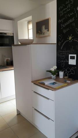 cuisine :machine à laver le linge séchante. machine à laver la vaisselle. frigidaire etc.