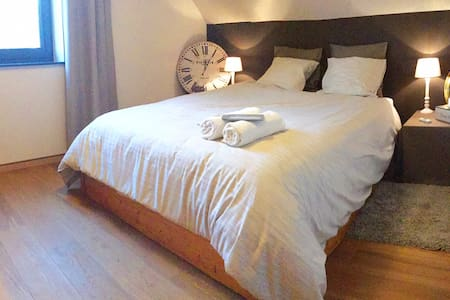 Cosy room TV / Wifi / Parking ... Very calm - Mons (Saint-Symphorien) - Villa