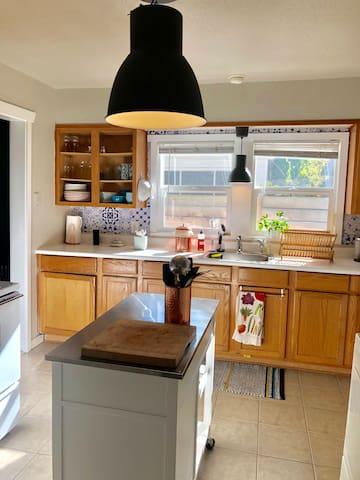 Beautiful Seattle Single Family Crafstman Home
